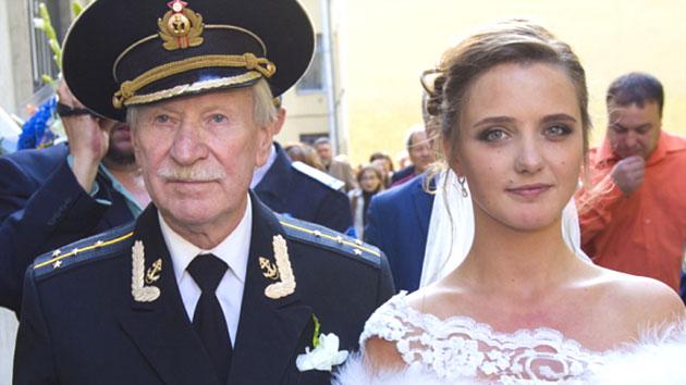 84살 남편과 24살 아내…'60살 차 로맨스'