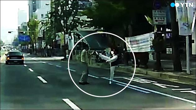 [영상] 차도 위 아찔한 흉기 난동 '제 발로 경찰서행'