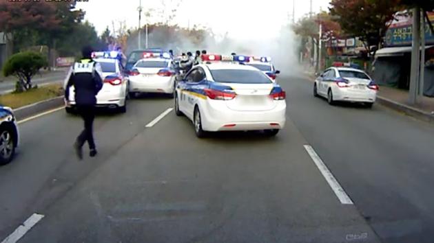 [영상] 도난차 쫓는 경찰차 6대 '영화 같은 추격전'