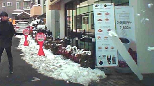 [영상] '고드름의 습격' 간발의 차이로 피한 사고