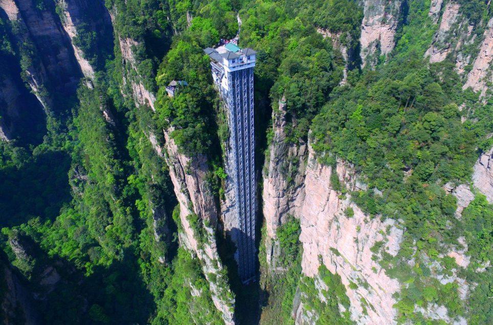 '초속 3미터' 세계에서 가장 높은 中 백룡엘리베이터