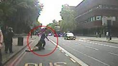 '묻지마 폭행' 후 의식 잃은 피해자 버스 앞에 던져버린 男