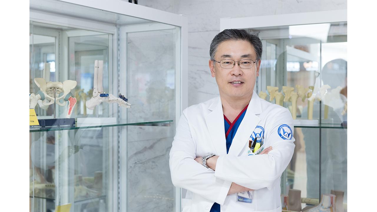 """[헬스플러스라이프]""""작은 키 고민? 골연장술로 성인도 클 수 있다"""", 김성중 W병원 원장"""