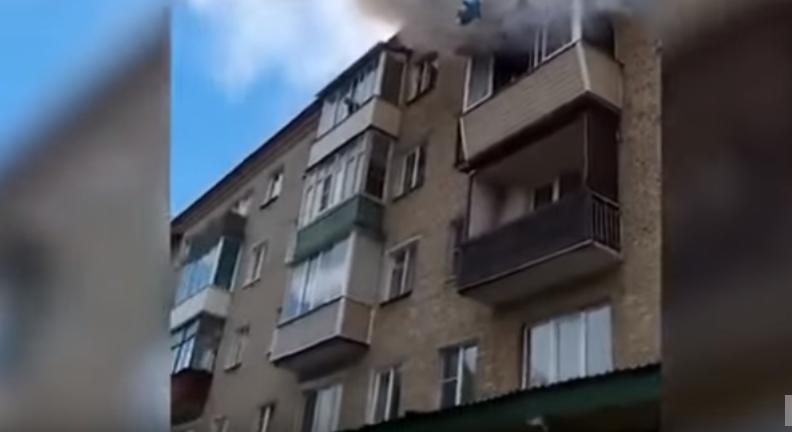 불이 번지자 아버지는 아이들을 창 밖으로 던졌다