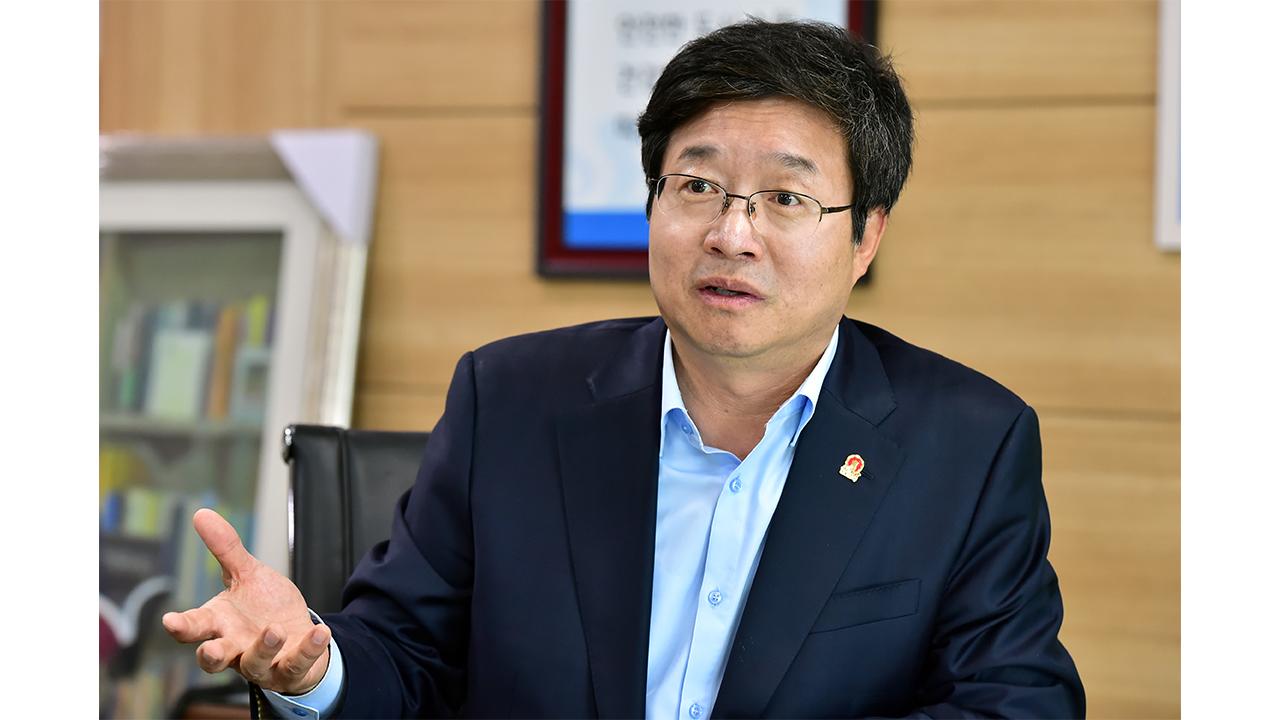 """[리더스인터뷰] """"지방자치 20년, 진정한 협치 필요하다"""", 염태영 수원시장"""