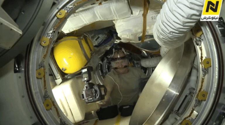 우주에서 셀카를 찍는다면?