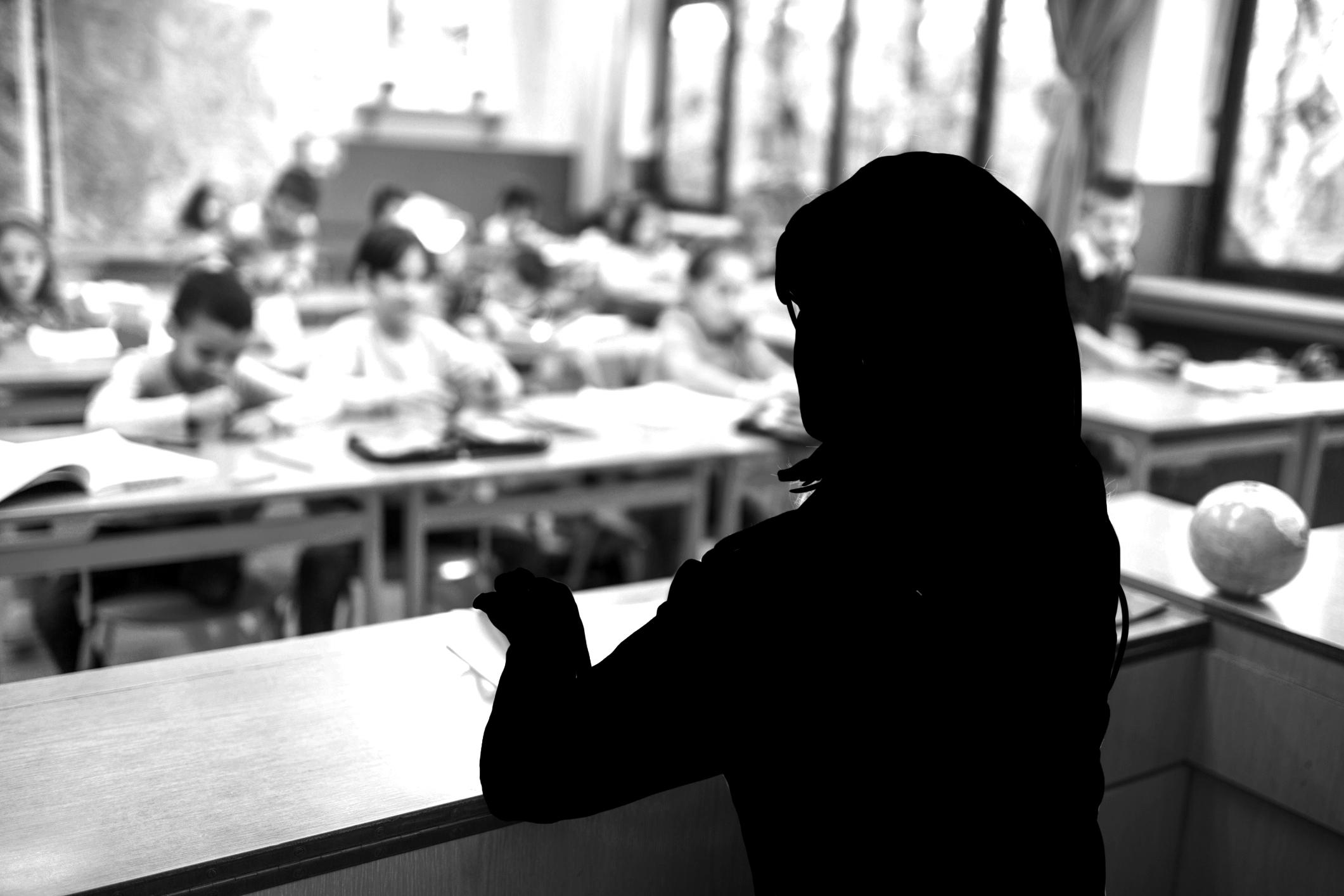 학부형 세 명이 초등학교 여교사 성폭행
