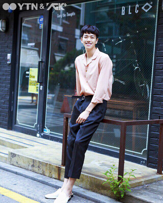 모델 김성연의 핫 아이템은? 쿠반 칼라 셔츠로 스타일링 제안!