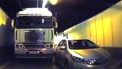 '트럭 vs. 자가용 누구 잘못?' 인터넷 달군 차선 변경 싸움