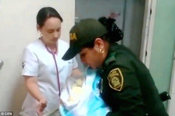 태어나자마자 버려진 아기를 발견한 경찰관의 대처(영상)