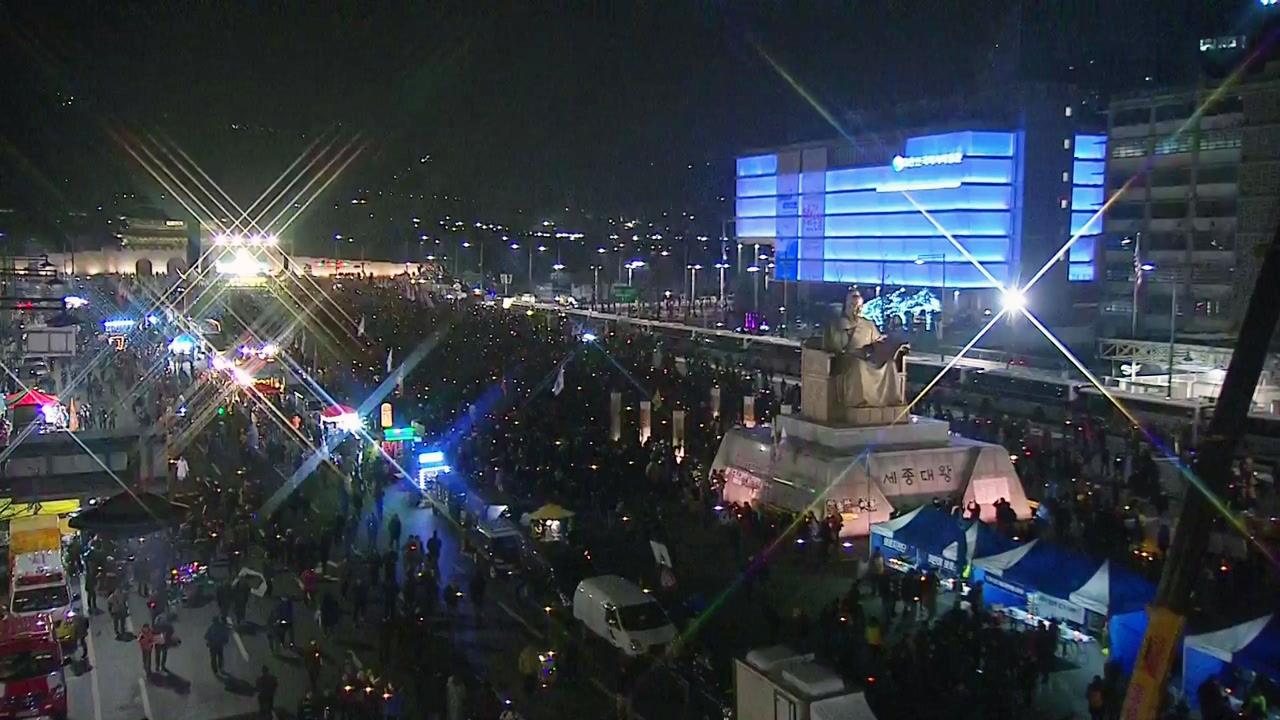 세월호 참사 추모 촛불집회...탄핵 반대 집회도 열려