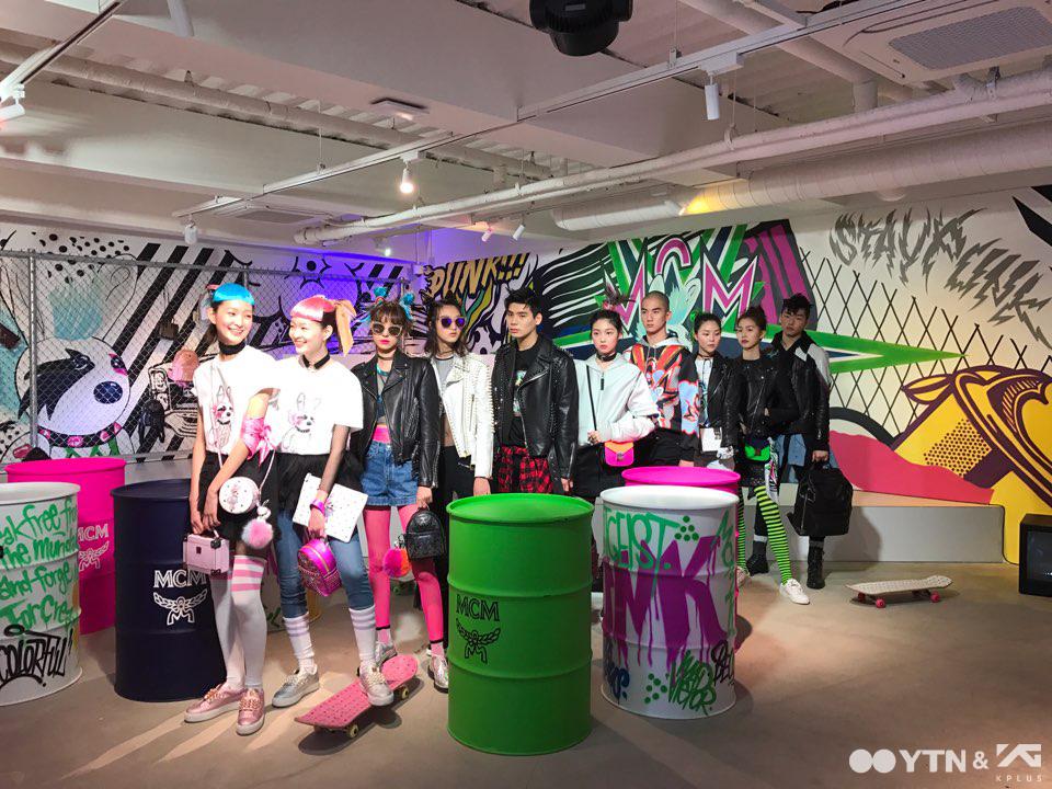 MCM '펑크 에토스' 컬렉션 출시 행사 속 YG케이플러스 모델들!