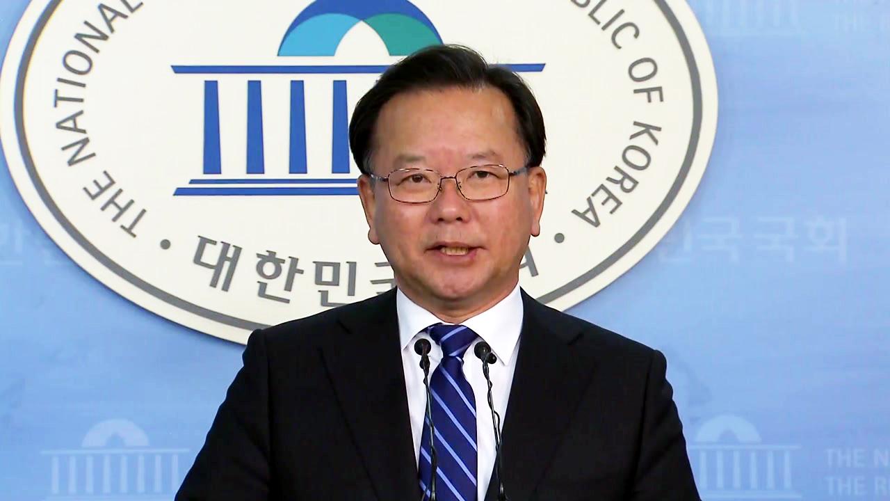 김부겸 불출마로 민주당 경선 3파전...문재인, 안희정 끌어안기