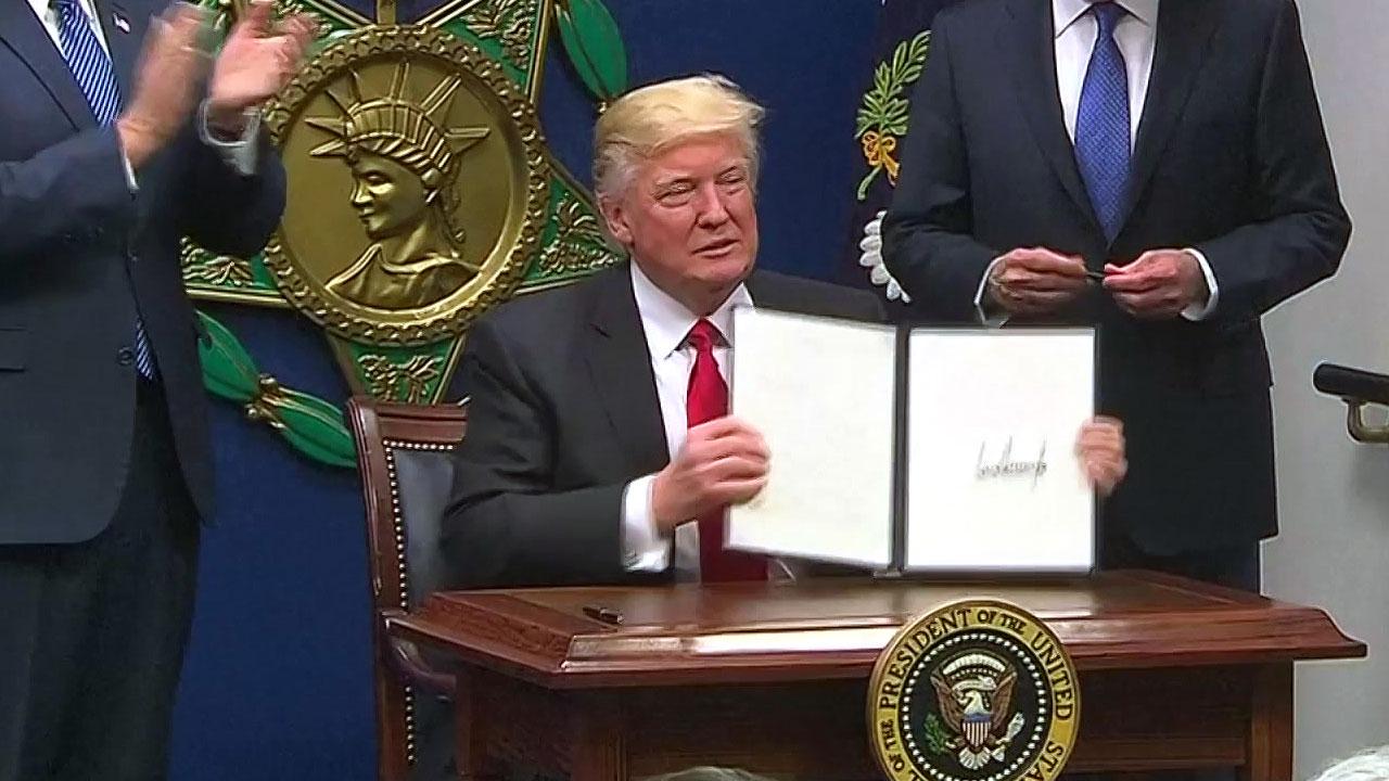 [취재N팩트] 트럼프 정부 한 달...美 우선주의 세계 '들썩'