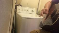 '비트 주세요'...밴드공연 벌이는 세탁기의 정체