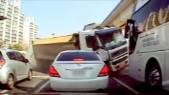 [제보영상] 덤프트럭, 관광버스 등 덮쳐 5중 추돌…28명 부상