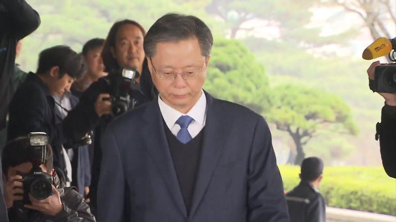 """[취재N팩트] 우병우 """"최순실 모른다""""...밤늦게까지 조사 이어질 듯"""