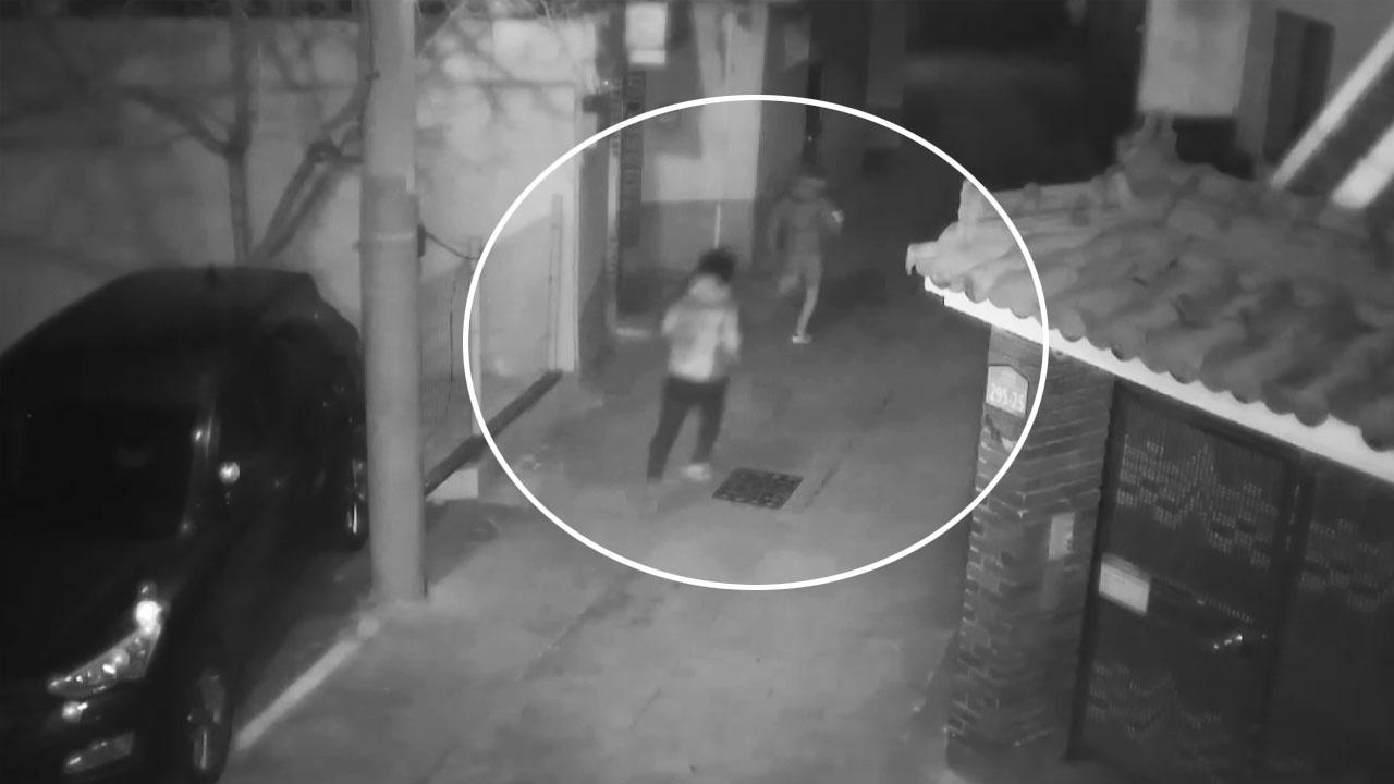 [영상] 한밤의 추격전, 날치기범 잡은 '용감한 고교생들'