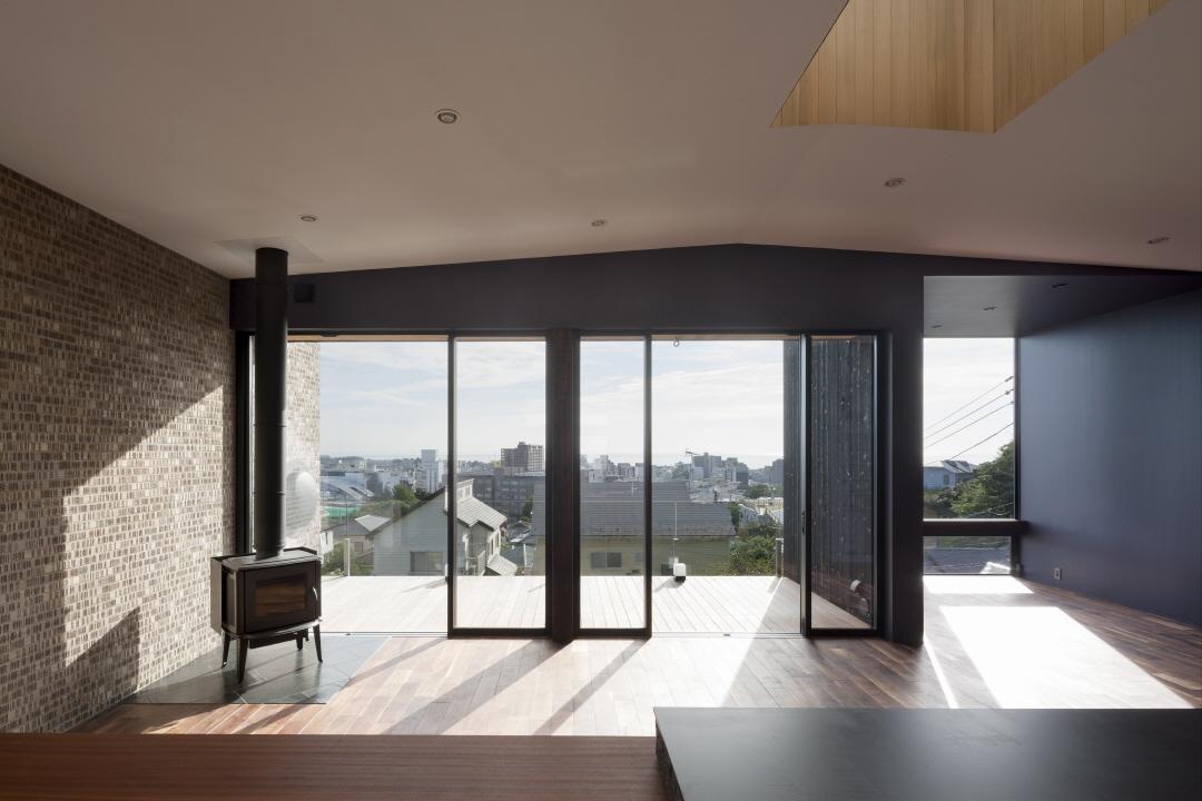 〔안정원의 디자인 칼럼〕 해안가의 멋진 풍경과 고즈넉한 대화를 취하는 공중 주택의 묘미 2