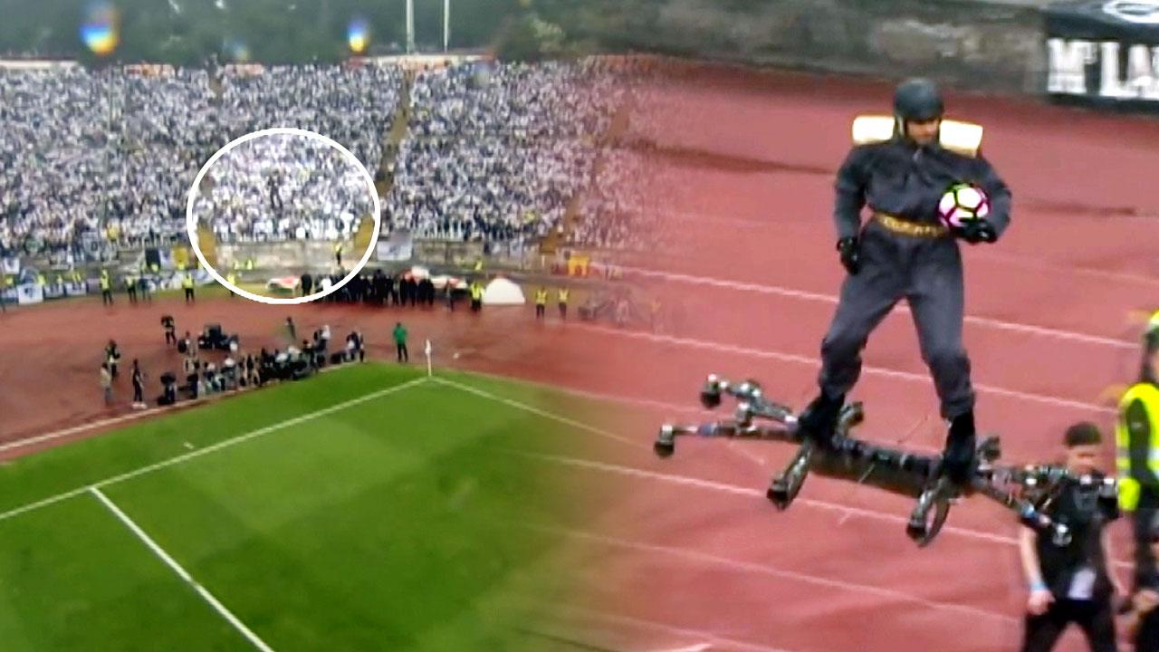 [영상] 축구장에 등장한 '드론 탄 사나이'
