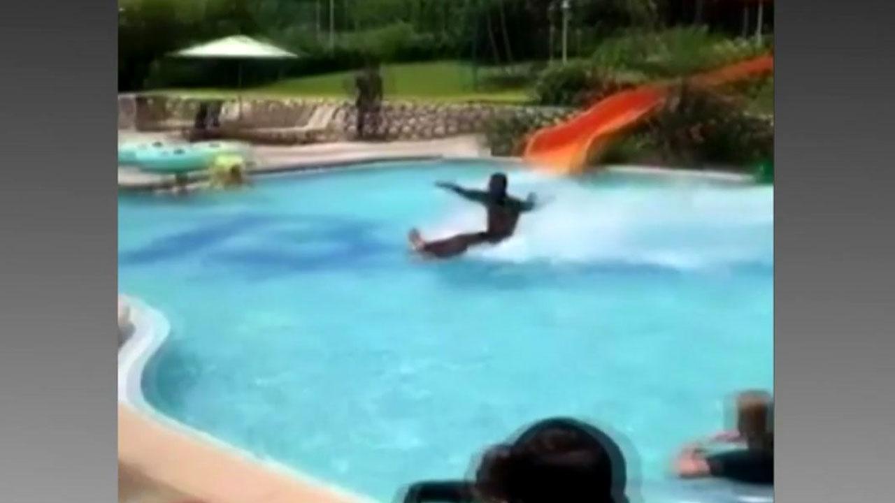 [영상] '진짜 혹은 가짜?'...한 남성의 '수영장 미끄럼틀' 묘기