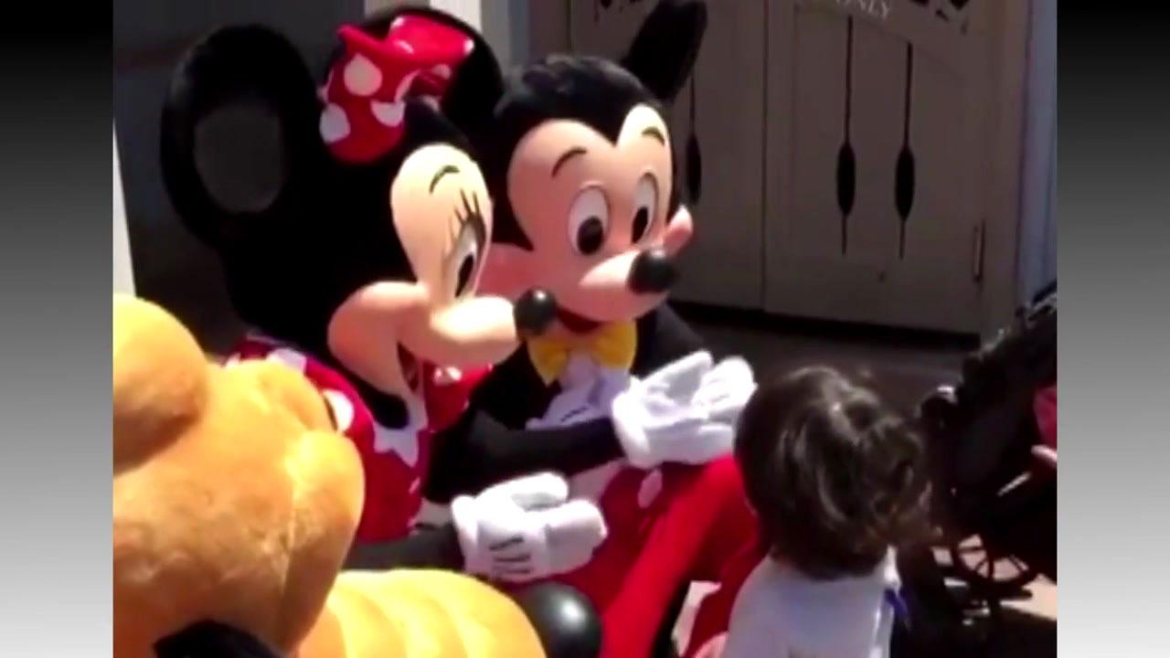 [영상] 청각 장애 아이를 만난 '미키와 미니'의 대처