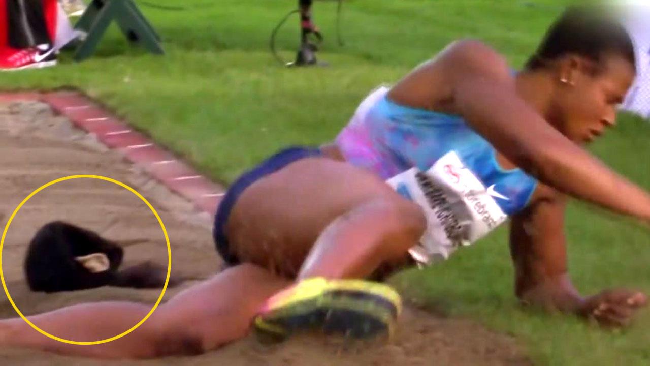 착지 중 벗겨진 가발...멀리뛰기 선수의 수난