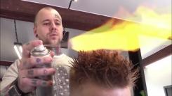 불로 머리 다듬는 '화끈한 미용실'