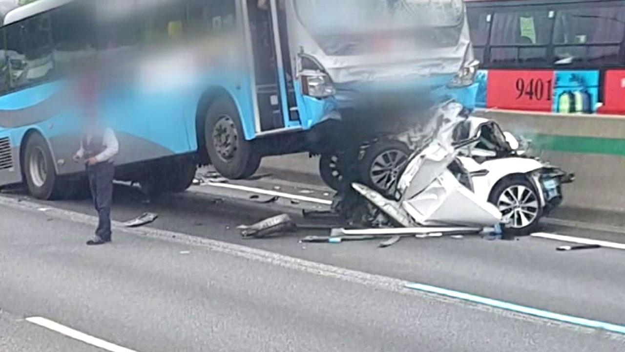 [속보] 경부고속도로서 차량 6대 추돌...10여 명 부상