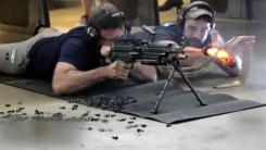 [지구촌생생영상] 기관총으로 총알 700발 연사하면 어떤 일이?