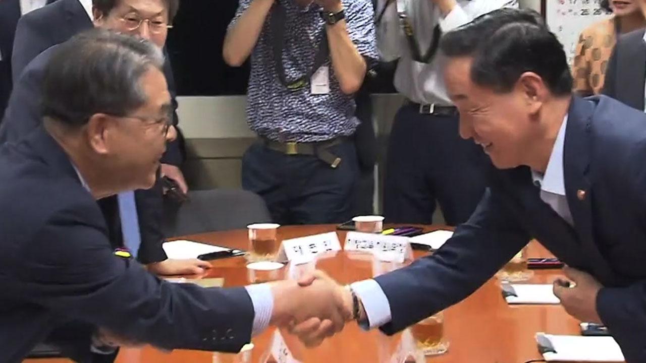"""김상곤-교육감 대표단 첫 회동...""""협치하자"""""""