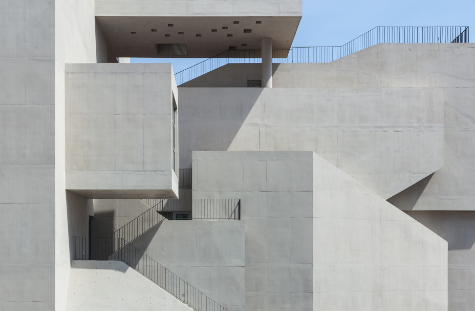〔안정원의 디자인 칼럼〕 자연과 도시, 인간이 소통하는 곽희수의 관계의 건축 짚어보기 3