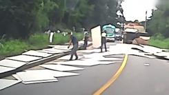 [좋은뉴스] 도로에 쏟아진 합판...차에서 내려 치운 시민들