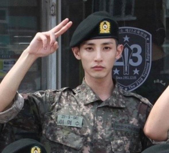 '남다른 외모' 이수혁의 화보 같은 훈련소 사진