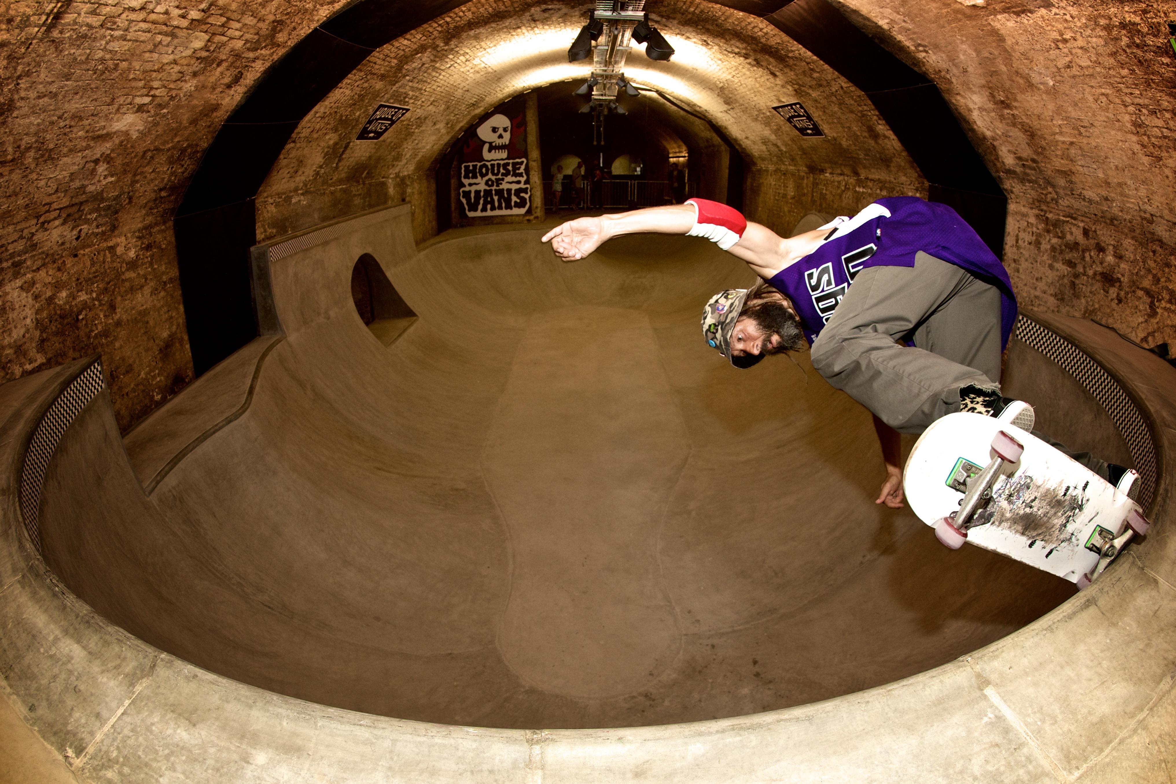 〔안정원의 디자인 칼럼〕 오래된 지하터널이 액션 스포츠, 예술,영화,음악의 공간으로 변신1
