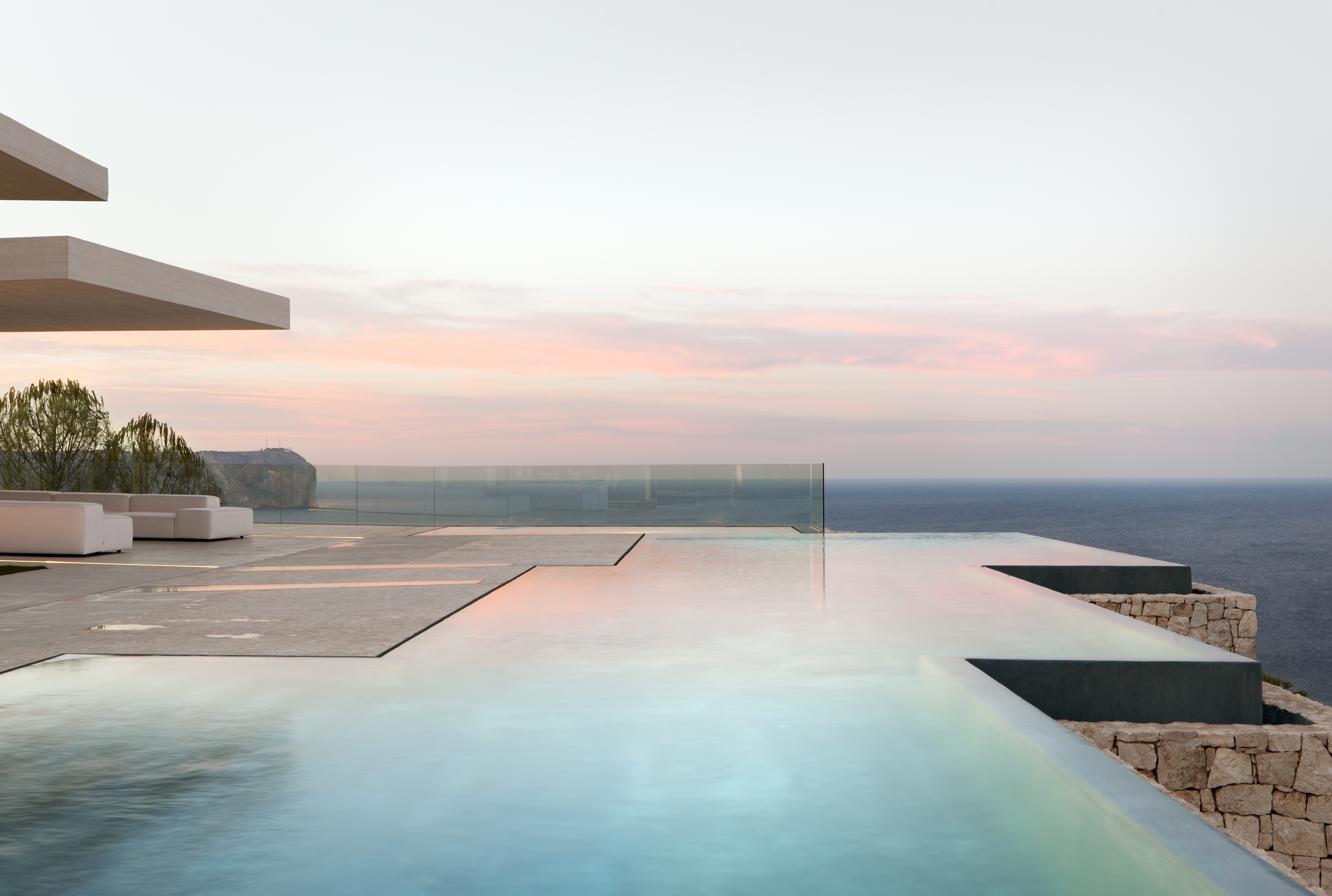 〔안정원의 디자인 칼럼〕지중해를 향한 켜와 나눔의 공간 분할, 스페인 사르디네라하우스 3