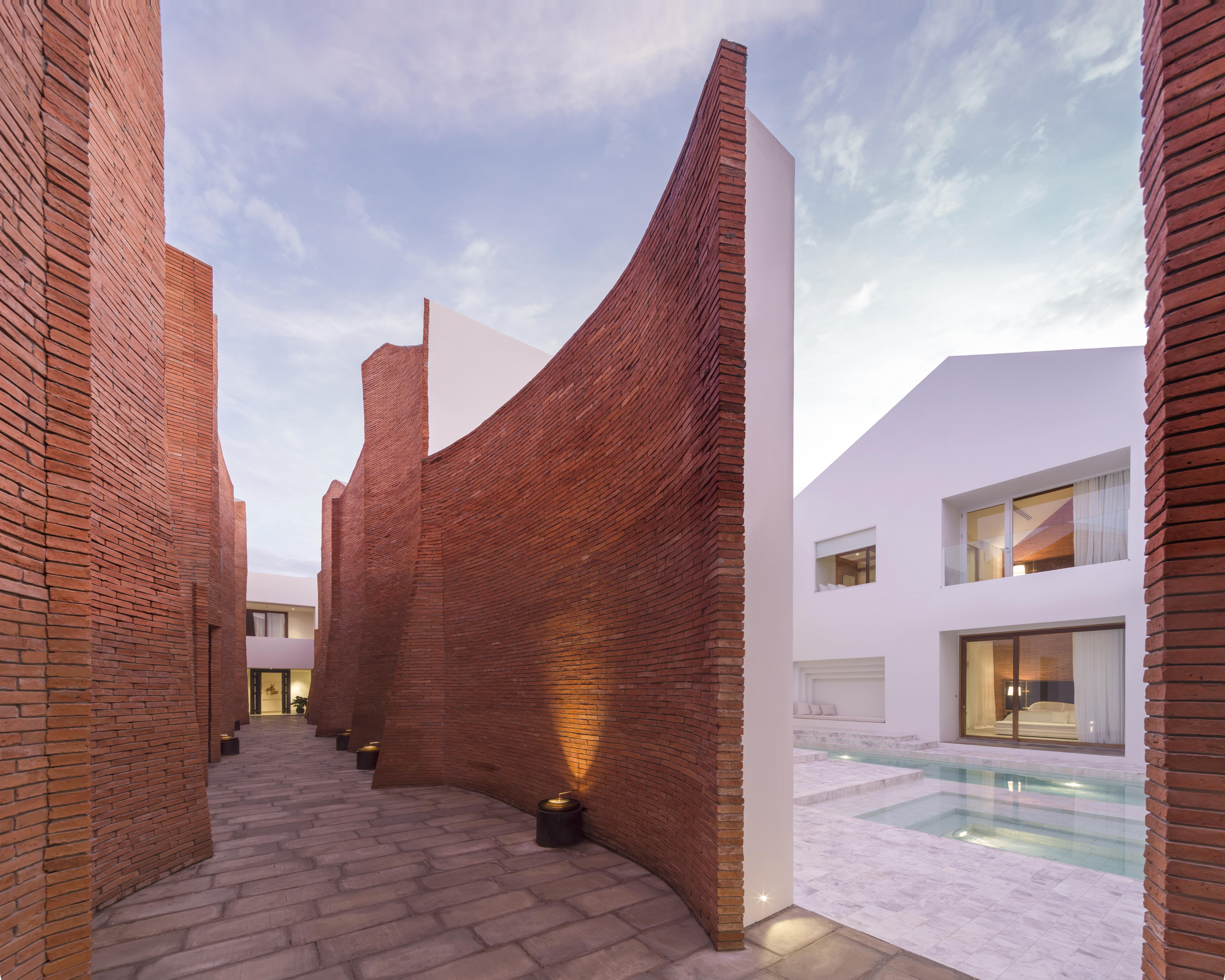 〔안정원의 디자인 칼럼〕 빛과 그림자, 시간의 다양성을 느낄 수 있는 다이내믹한 호텔공간1