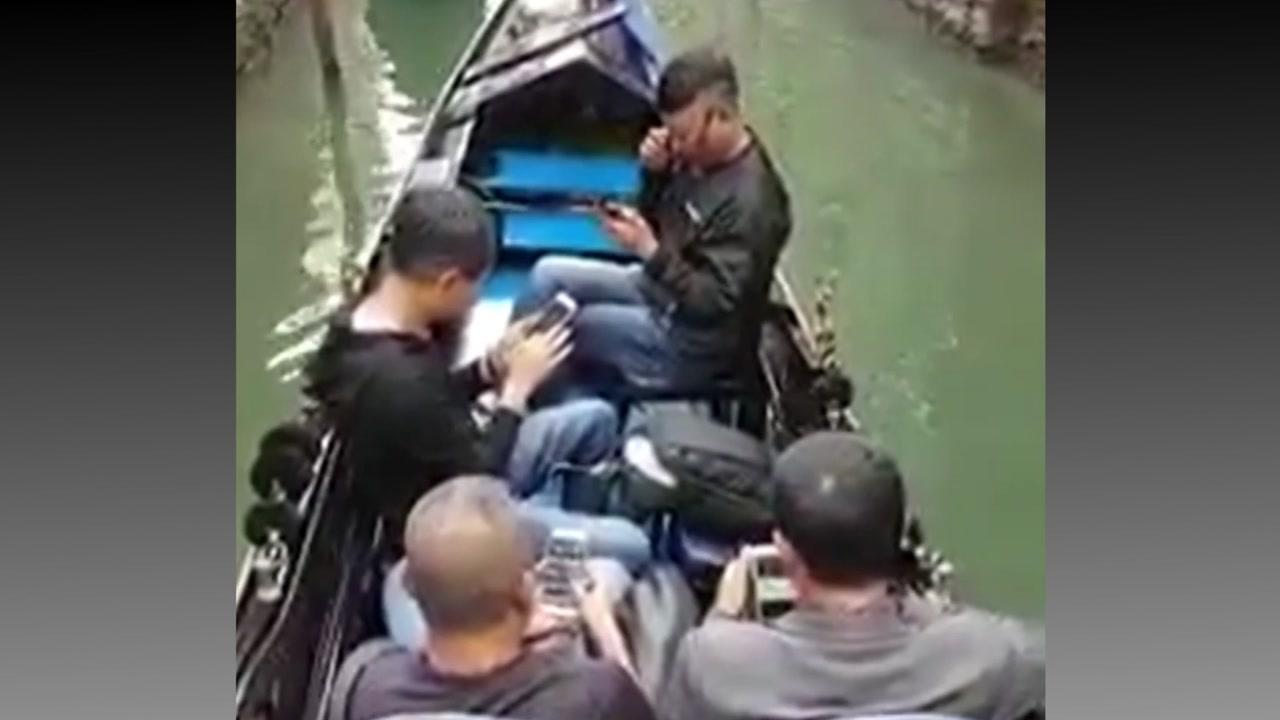 베네치아 곤돌라 위...'관광보단 스마트폰'