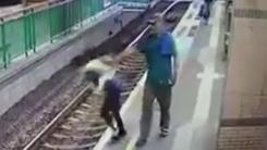 전철 승강장에 서 있던 여성, '묻지 마 밀기' 봉변