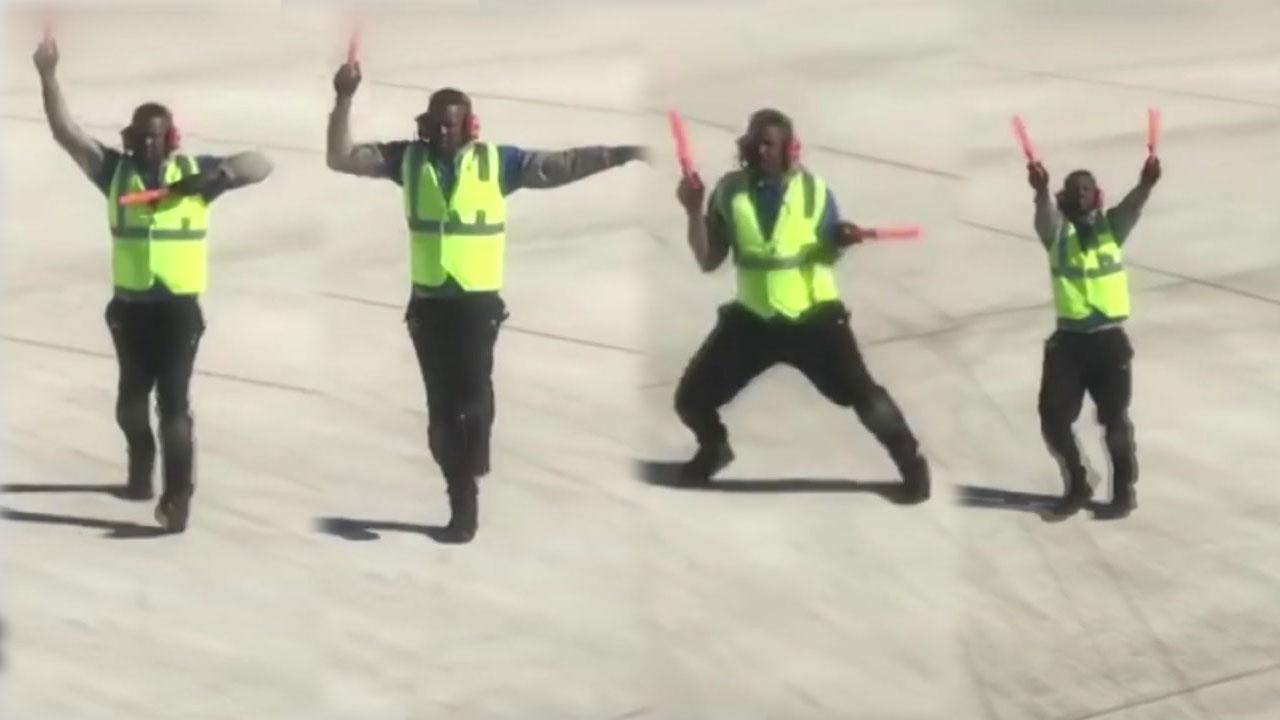 활주로에서 단독 공연...흥 많은 항공사 직원