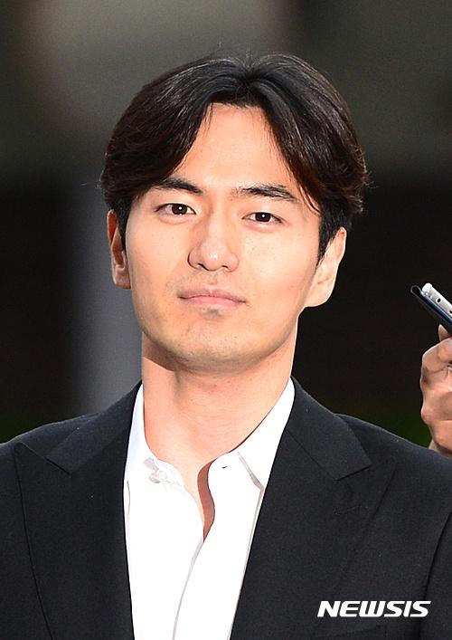 이진욱, 박효신 소속사와 계약? '리턴'으로 복귀할 듯