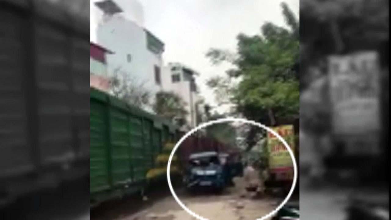 [지구촌생생영상] 철길 가까이 주차돼 있던 트럭의 최후