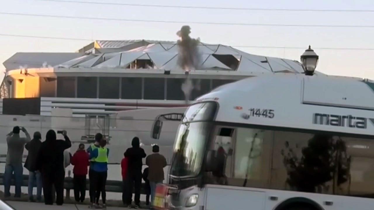 [지구촌생생영상] '비켜요 비켜'...폭파 순간 카메라 앞을 가로막은 버스