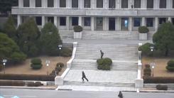 [취재N팩트] 귀순 병사 놓친 北 경비대 교체 정황