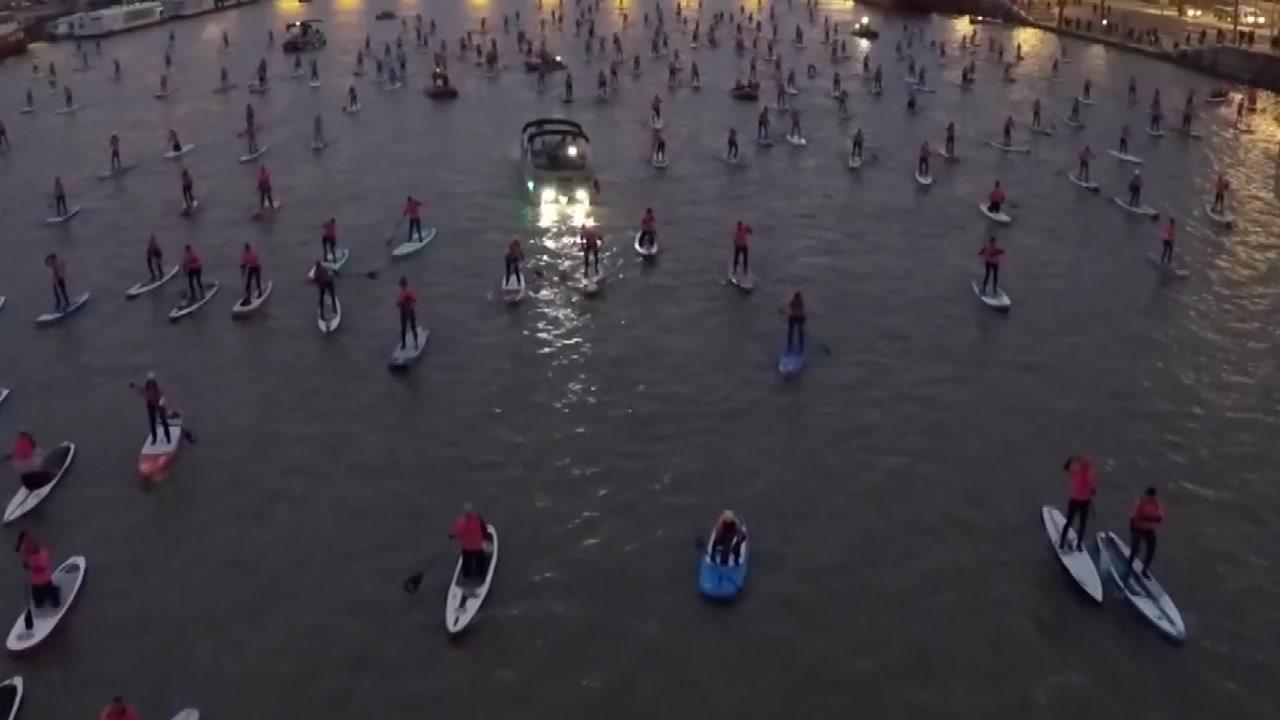 파리 센강에서 즐기는 '패들보드'