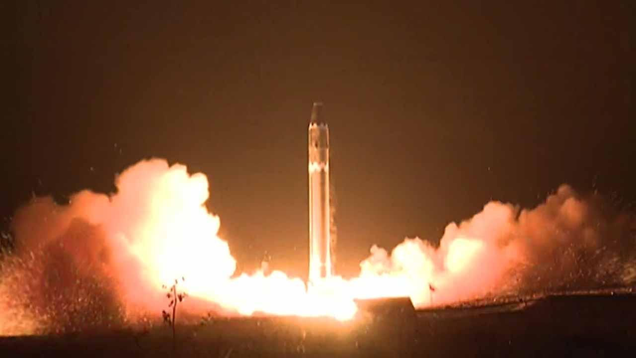 "RFA ""北, 화성-15형 발사 당시 주변 군인 화염 휩싸여"""