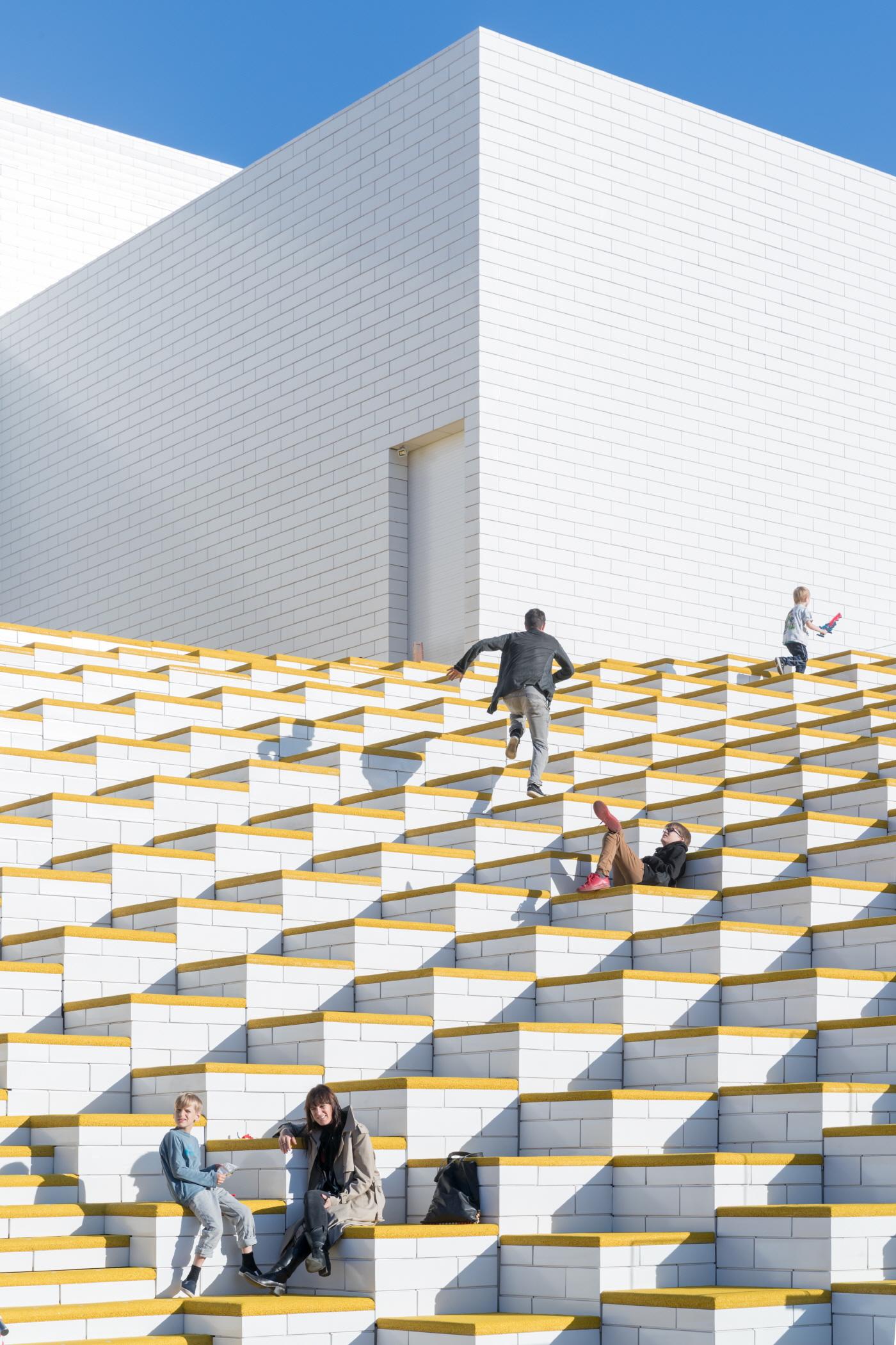 〔안정원의 디자인 칼럼〕 레고 문화의 발전적 미래상을 제시한 열린 공공 문화센터의 장 3