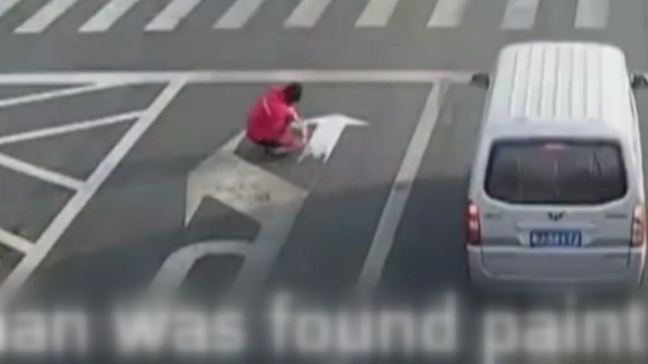 차 막히니까 도로를 제멋대로 바꾸려던 남자