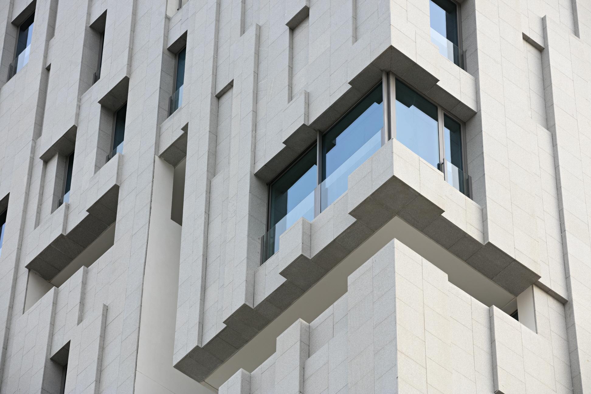 〔안정원의 건축 칼럼〕 수직적 보이드 중정과 기하학적인 매스 조합이 돋보이는 바람의 탑 3