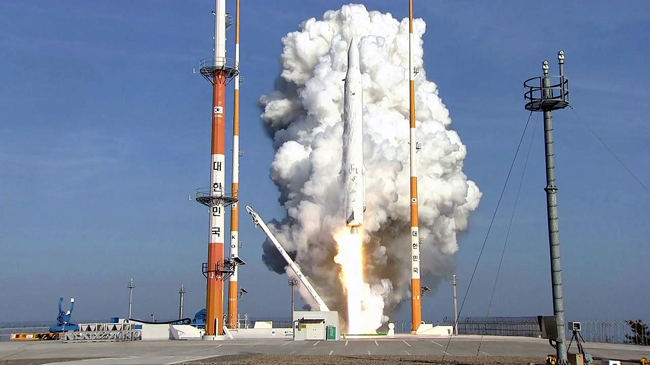 신 우주시대 개막, 변두리 로켓의 성공...우주 뿌리 산업을 키워라